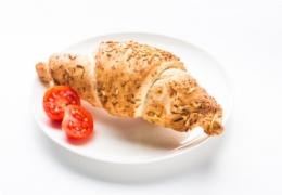 Croissant singi-juustuga
