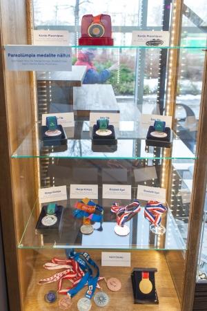 Urmas Paet avas parasportlaste medalite näituse